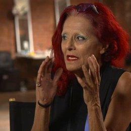 Patricia Field - Kostümdesignerin - darüber, mit einem Schauspieler zu arbeiten, um eine Rolle zu erschaffen - OV-Interview Poster