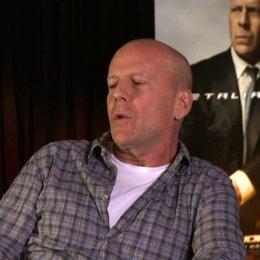 Bruce Willis (General Joe Colton) darüber dass es eine Ehre ist Joe Colton spielen zu dürfen - OV-Interview Poster