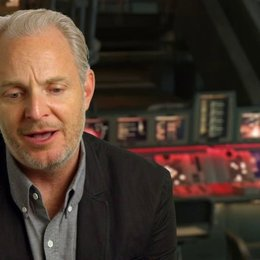 Francis Lawrence - Regisseur - über Distrikt 13 - OV-Interview Poster
