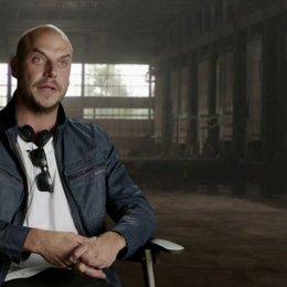 Patrick Hughes - Regisseur - über Conrad Stonebanks - OV-Interview