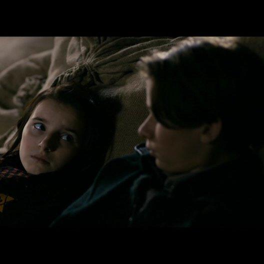 Larissa und Abrascha unterhalten sich im Versteck - Szene