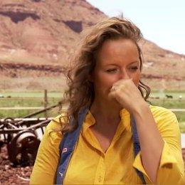 SAMANTHA MORTON - Sola über die Stimmung am Set - OV-Interview Poster
