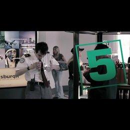 Zu scharf, um wahr zu sein - OV-Trailer