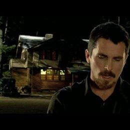Christian Bale über Dillingers Ruf bei der Bevölkerung - OV-Interview Poster