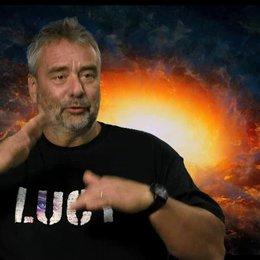 Luc Besson - Regie, Drehbuch und Produktion - über die Entwicklung der Figur Lucy - OV-Interview Poster