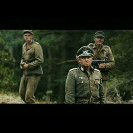 Die russischen und deutschen Soldaten gehen sich friedvoll aus dem Weg - Szene Poster