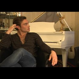 Ed Westwick (Jonny) über die Dreharbeiten - OV-Interview Poster