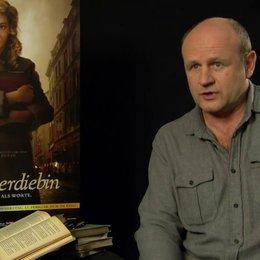 Oliver Stokowski - Alex Steiner - über Alex Steiners Ängste als Vater - Interview Poster