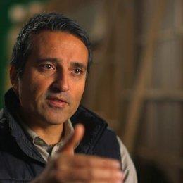 Adrian Askarieh darüber dass der Film der Beginn von etwas ist - OV-Interview Poster