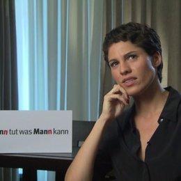 Jasmin Gerat über den Reiz ihrer Figur und den Dreh - Interview Poster
