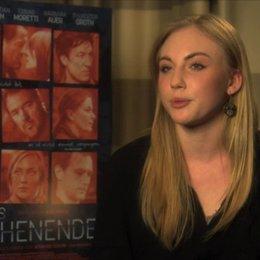 Elisa Schlott über ihre Rolle - Interview Poster