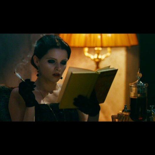 Lena entdeckt den Club - Szene Poster