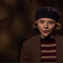 CHLOE GRACE MORETZ - Isabelle - über den 3D-Effekt im Film - OV-Interview Poster