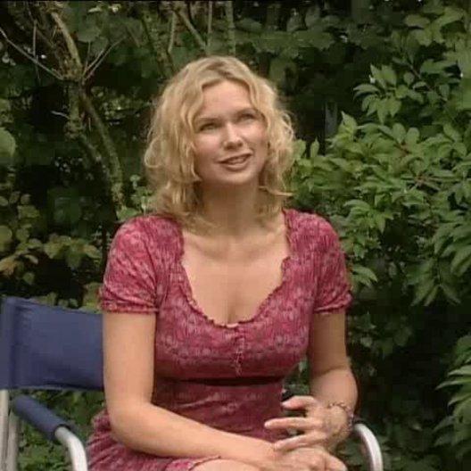 """Veronica Ferres (Sybille) über ihre Rolle, Michelle von Treuberg (Sprotte) und das Besondere an """"Die wilden Hühner"""". - Interview"""