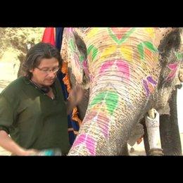 Michael Coldewey (Produzent) über sich und die Elefantenkuh Lakshmi - Interview Poster