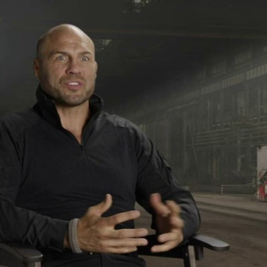Randy Couture - Toll Road - über die neuen Expendables - OV-Interview Poster