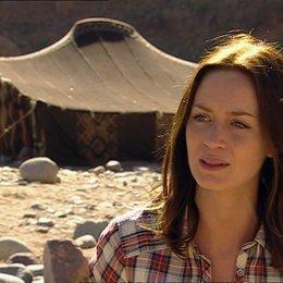 Emily Blunt - Harriet Chetwode-Talbot über die Message des Films - OV-Interview Poster