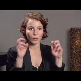 Noomi Rapace (Lisbeth Salander) über den Grund für die Popularität ihrer Figur Lisbeth - OV-Interview Poster