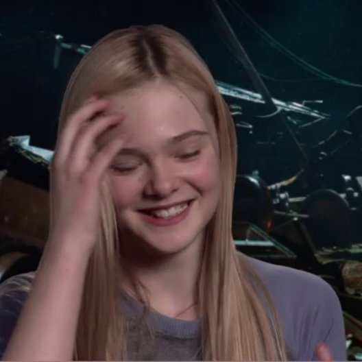 ELLE FANNING - Alice - über Joe und Alice - OV-Interview Poster