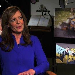 Allison Janney - Madge - über die Familie Nelson - OV-Interview Poster
