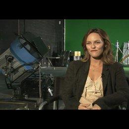 Vanessa Paradis über den Beruf des Auftragslovers - OV-Interview Poster