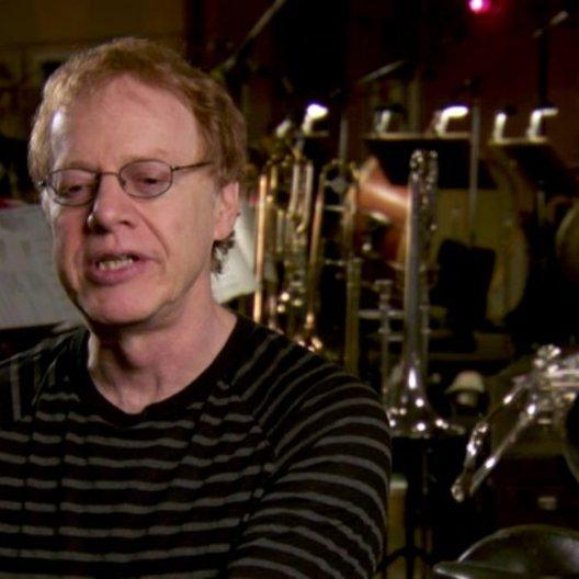 Danny Elfman (Komponist) über das Komponieren von musikalischen Rollen-Themen - OV-Interview Poster