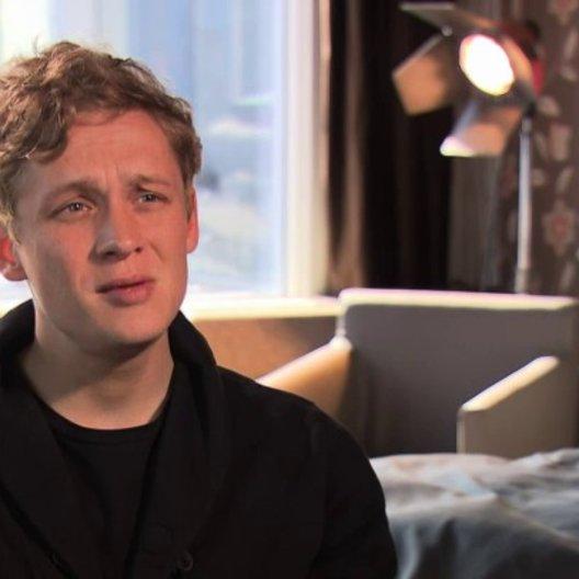 Matthias Schweighöfer über Pauls Einstellung zur Liebe - Interview Poster