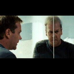Ben macht eine grausige Entdeckung im Spiegel - Szene Poster