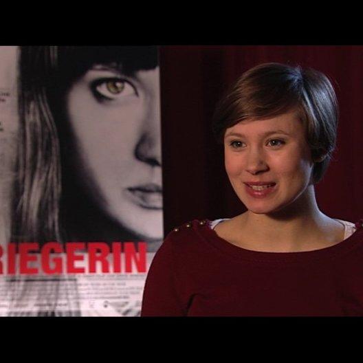 Alina Levshin über die Herausforderungen bei den Dreharbeiten - Interview Poster