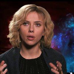 Scarlett Johansson - Lucy -  über die Recherche zu ihrer Rolle - OV-Interview Poster