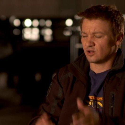 Jeremy Renner - Clint Barton - Hawkeye wie man mit Pfeil und Bogen schiesst - OV-Interview