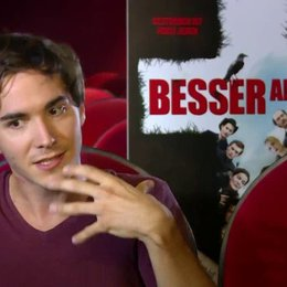 François Goeske (Tom) über Was bedeutet Tom die Freundschaft zu Mike - Interview Poster