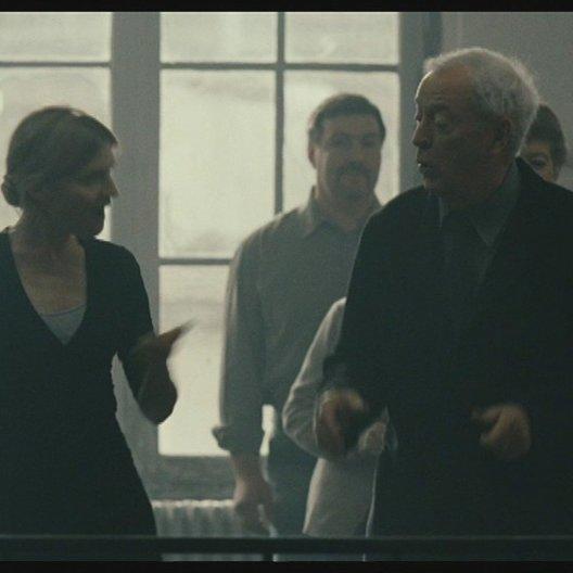 Miles besucht die Tanzschule und sieht wie Matthew voller Freude mittanzt - Szene Poster