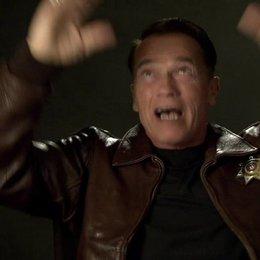 Arnold Schwarzenegger (Ray Owens) über die Verfolgungsjagd im Maisfeld - OV-Interview Poster
