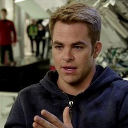Chris Pine - Captain James Kirk - darüber was JJ Abrams dem Projekt gibt - OV-Interview