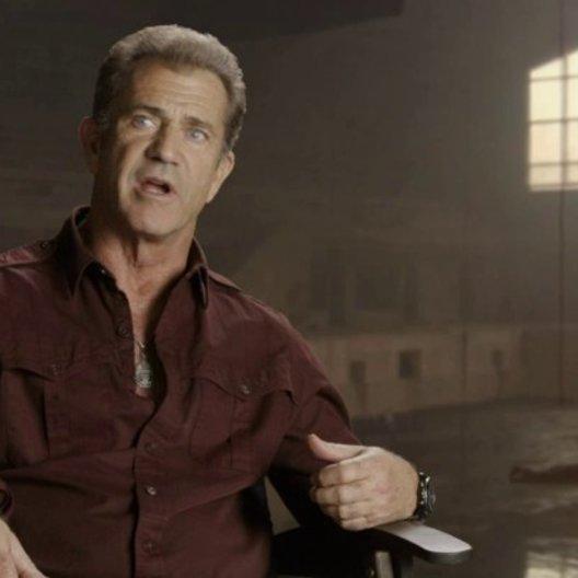 Mel Gibson - Conrad Stonebanks - über Patrick Hughes - OV-Interview Poster