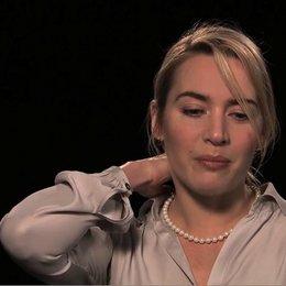Kate Winslet über das Rezept für eine gute Komödie - OV-Interview Poster