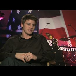 "Garrett Hedlund (""Beau Hutton"") über Tim McGraw - OV-Interview Poster"