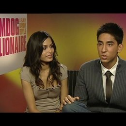 "Dev Patel ""Jamal"" & Freida Pinto ""Latika"" - über Danny Boyle - OV-Interview Poster"