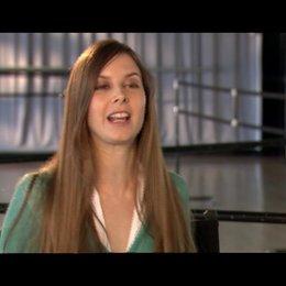Mary Helen Bowers über die Natürlichkeit von Natalie - OV-Interview
