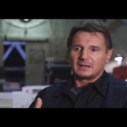 "Liam Neeson - ""Hannibal"" über Quinton ""Rampage"" Jackson - OV-Interview Poster"