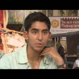 Dev Patel - Sonny - über John Madden - OV-Interview Poster