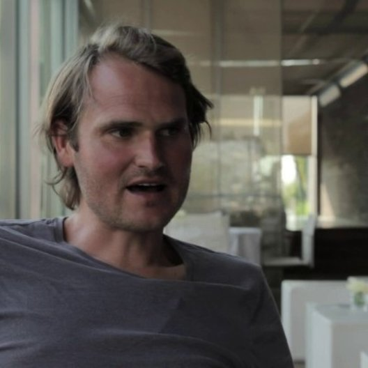 Fabian Hinnrichs über über die Essenz des Filmes - Interview Poster