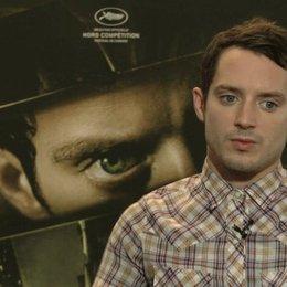 Elijah Wood über die Herausforderung einen Charakter zu verkörpern der kaum direkt zu sehen ist - OV-Interview Poster