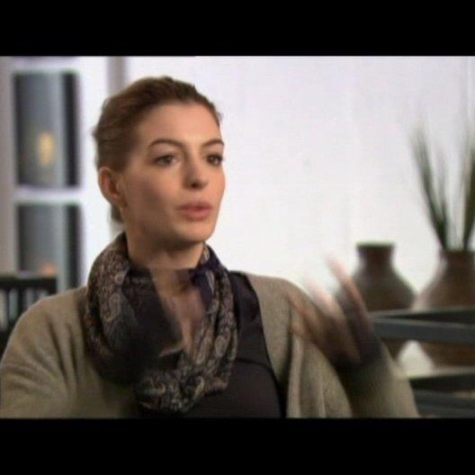 Anne Hathaway (Emma) - OV-Interview Poster