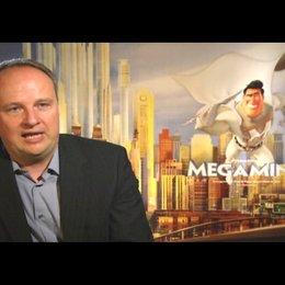 Oliver Welke (deutsche Stimme Metroman) über Metroman und die Kämpfe mit Megamind - Interview Poster