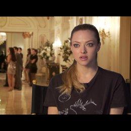 Amanda Seyfried (Sylvia Weis) über ihre Rolle - OV-Interview Poster
