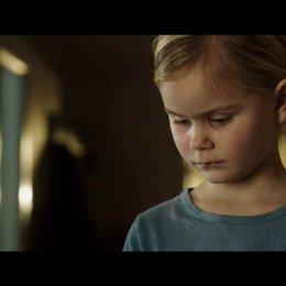 Lucas spricht mit Klara über das Geschenk - Szene