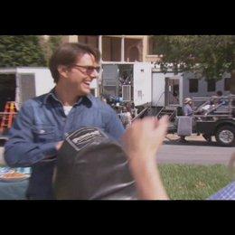 Cameron kicks Tom - OV-Featurette Poster