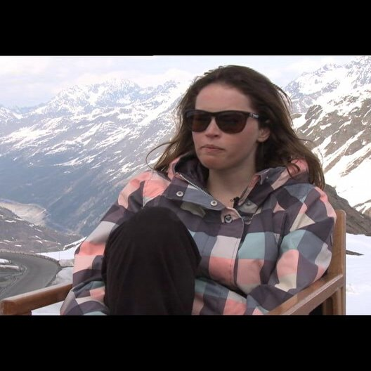 Flicity Jones (Kim) über ihre Rolle - OV-Interview